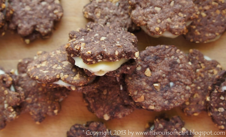 crispy #cookies with white #chocolate cream