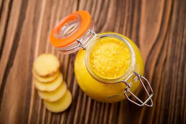 In der kalten Jahreszeit zur Abwehr von Grippe und Erkältungen, ein bis zweimal am Tag, aus der Paste eine Goldene Milch anmischen.