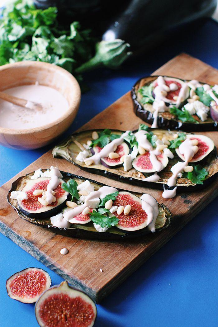 Tartine d'aubergine aux figues, à la feta et une sauce au sésame