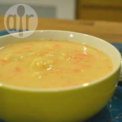 Foto recept: Bloemkoolsoep met stukjes wortel