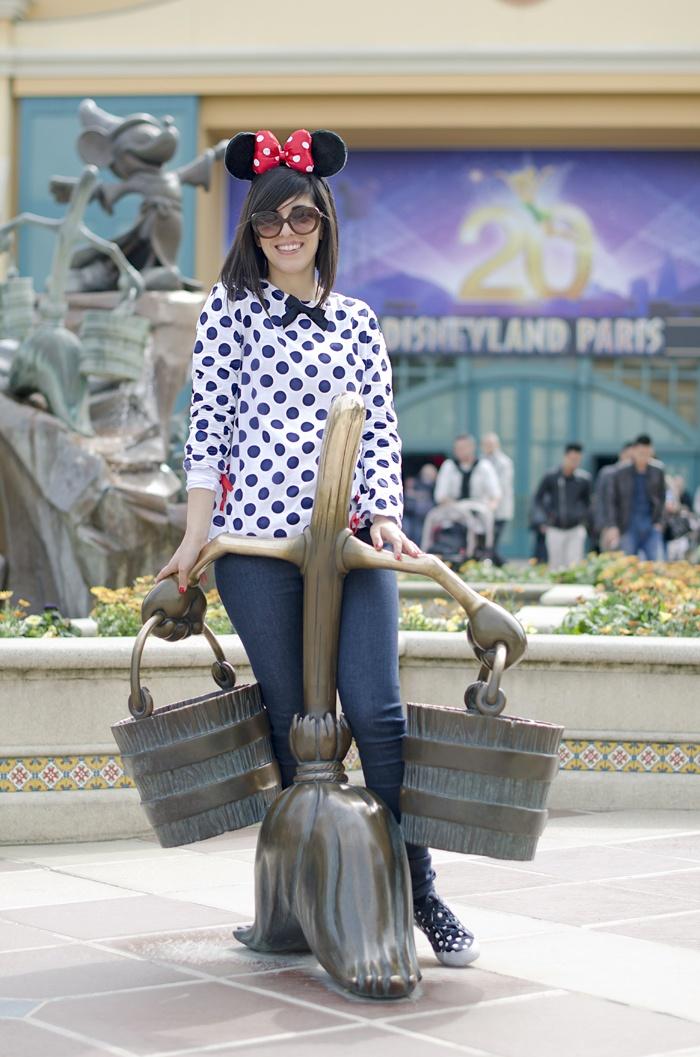 Disneyland Paris, 20 Anniversary. More on www.pursesandi.net #disney #disneyland #disneylandparis #fantasy #happy #pursesandi #minnie #paris #parigi #love #polkadots #lauracomolli
