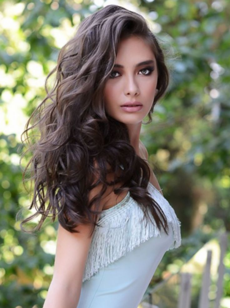 Turkish actress Neslihan Atagül