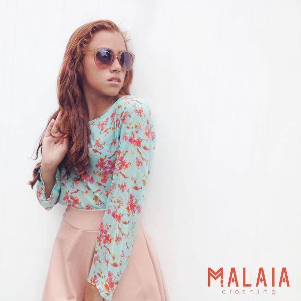 Love in style ☆ Blusa estampada de flores y flada de cuerina rosa #cindy #lookmalaia #DMwall #malaia #marcaEcuatoriana