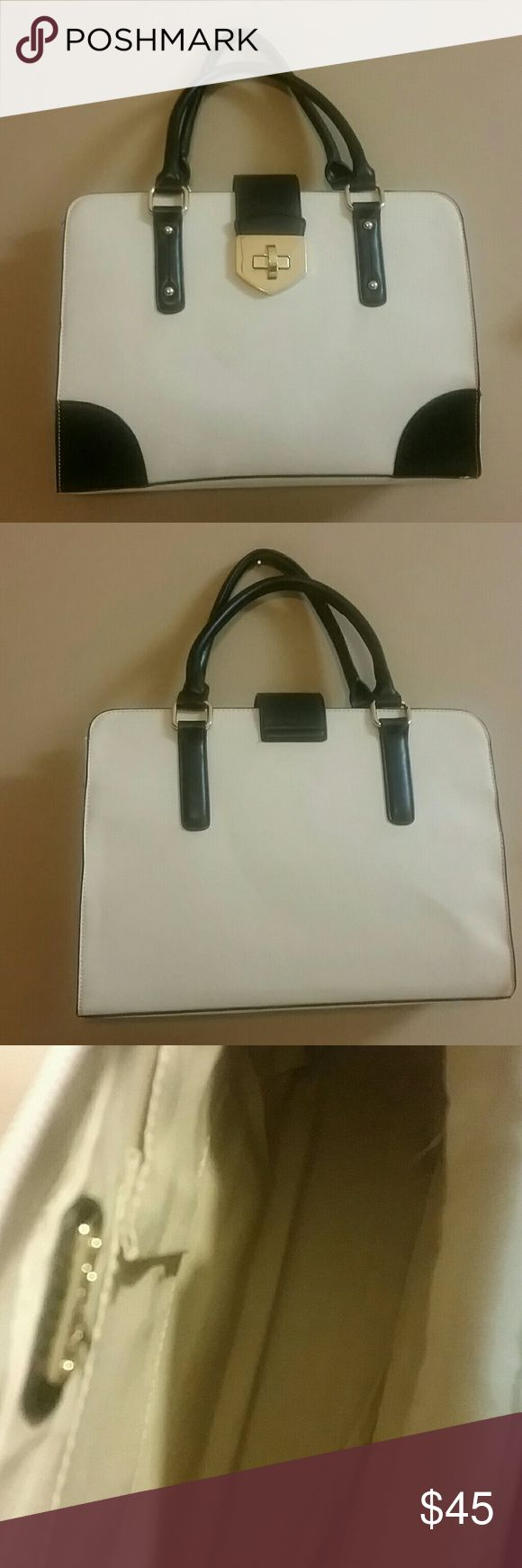 ALDO laptop purse bag This beautiful ALDO bag is brand new, and is super clean, this purse has a space for your laptop and more comes with adjustable scraps. Aldo Bags Laptop Bags