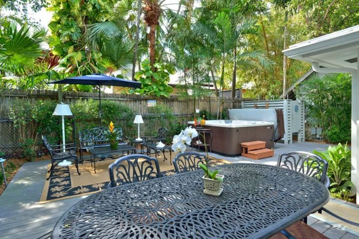 in Key West, US. Sophisticated tropical decor with top of the line furniture and amenities. 2 K bedrooms, Q sleeper sofa, full kitchen, tumbled marble shower, private rear deck with private spa and outdoor shower.  3 NITE MINIMUM ON WEEKENDS! Holiday weekends requ...