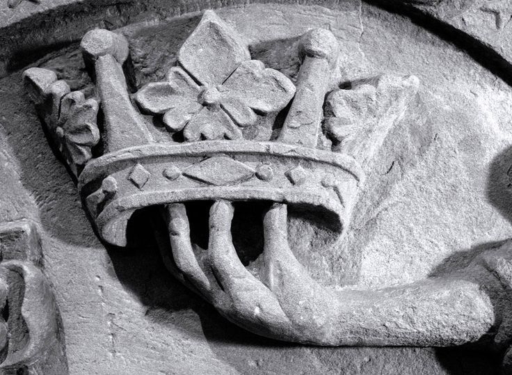 A crown, the enticing offer of the Kingdom of Heaven adorning a 17th century tomb at St Magnus Cathedral on Orkney. What I particularly like about this is the tomb's three dimensional realism where the extended arm neatly balances the crown on its dainty finger tips. Naturally there is a Christian message here, which aims to cajole the viewer into sticking to the straight and narrow rather than succumbing to devilish delights.