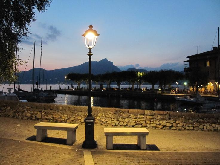 #gardaconcierge Het mooie Torri del Benaco aan het Gardameer  http://www.gardafriends.com/gardameer-stadjes/torri-del-benaco/  Gardasee Lago di Garda