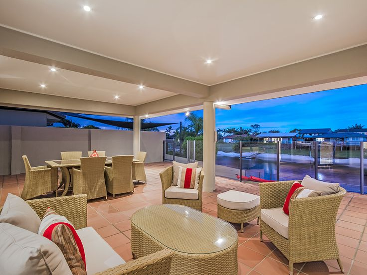 Alfresco dining all year round in the fabulous outdoor entertainment area - Delungra Shores holiday home Gold Coast.