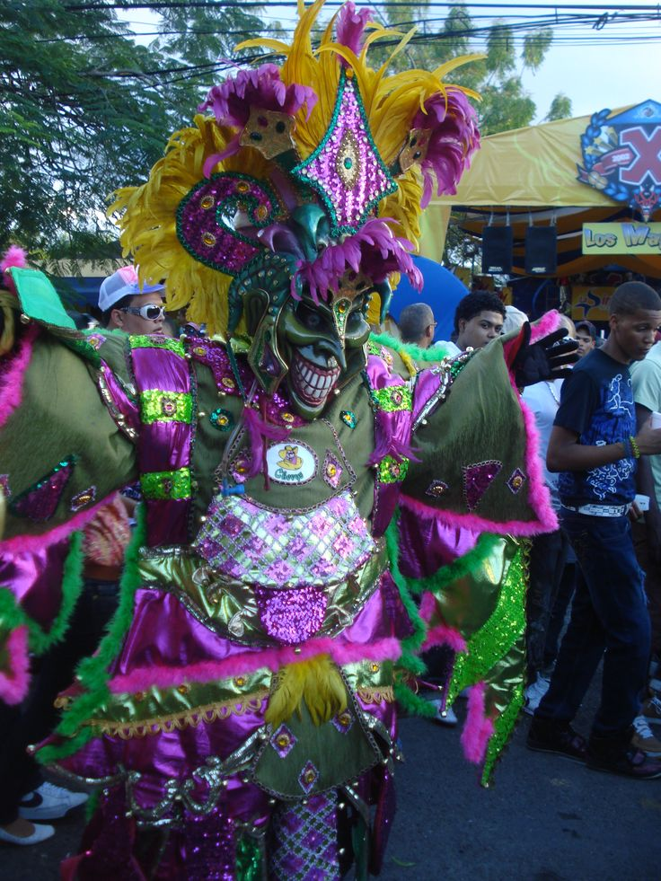 Caribien er de glade for musik, fest og farver, hvilket ses tydeligt til de mange karnevaller. I Puerto Plata afholdes der karneval i februar måned, hvor der er liv og glade dage i byen.  http://www.falklauritsen.dk/rejser/central-amerika/den-dominikanske-republik