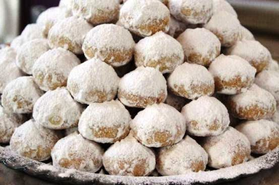 Delicious buttery Greek kourabiedes! Yummy Greek Christmas Sweets Recipes!
