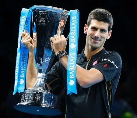 ATPツアー・ファイナルで3連覇し笑顔のノバク・ジョコビッチ=ロンドン(ロイター=共同) ▼17Nov2014共同通信| テニス、ジョコビッチが3連覇 フェデラー、けがで棄権 http://www.47news.jp/CN/201411/CN2014111701001091.html