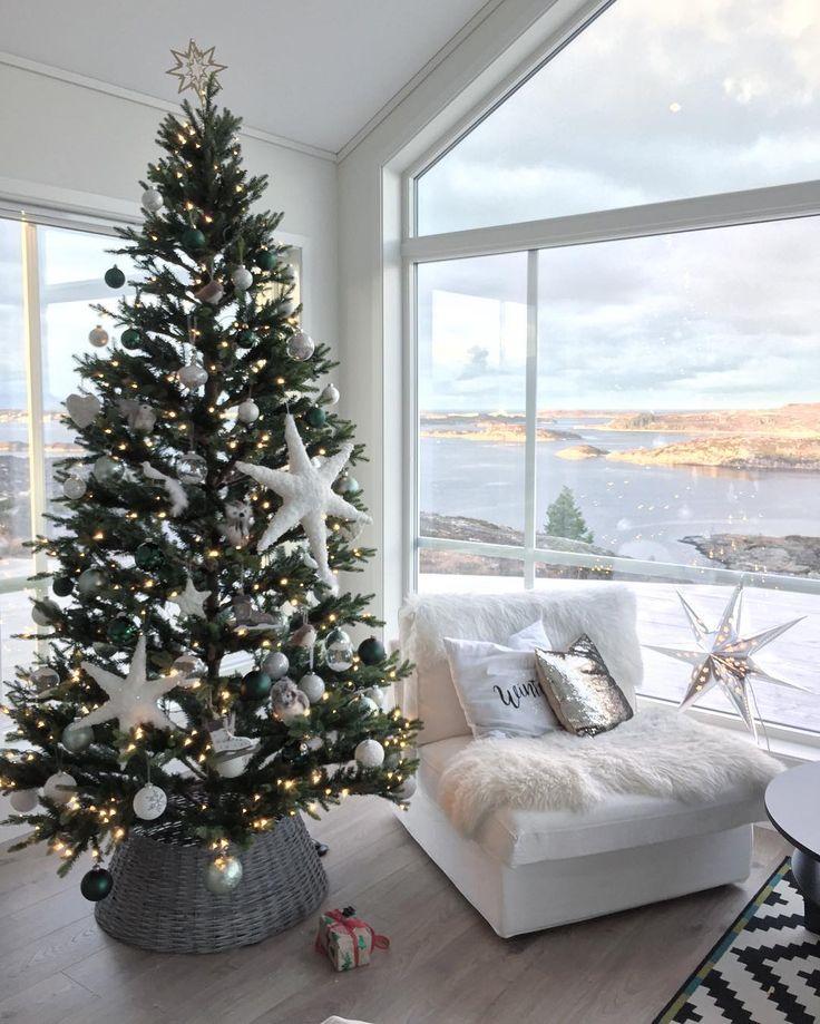 En pakke under treet og den er ikke min engang Håper på tung juletrafikk opp Høglia før Jul, for sånn som dette går bare ikke an  Husk å delta i konkurransen om to nisser fra KayBojesen! Trekkes om noen timer!⭐️Se tidligere post!