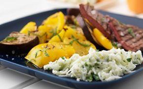 Melontzatziki til grillet grønt og kød Prøv den søde mynte- og melontzatziki som alternativ til den traditionelle udgave med agurk og hvidløg.