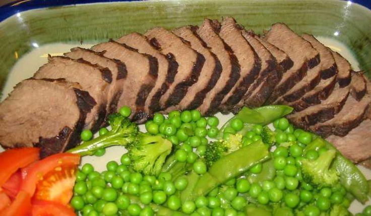 Går bra med älgkött också, då bör det vara antingen av innanlåret eller rostbiffen. Helst minst 2 dygn i marinad. 1 kg räcker till 5-6 personer - eller fler om man kör en trerättersmeny.