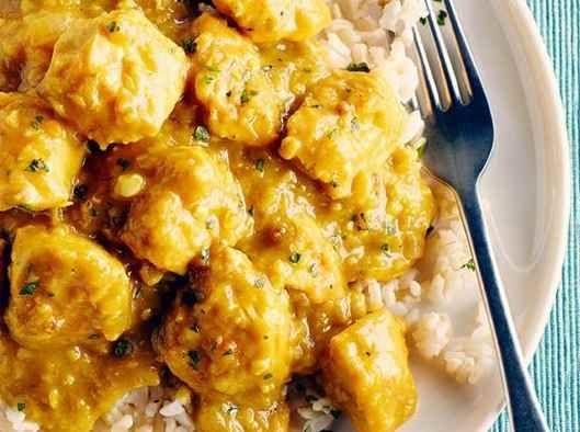 La cuisson lente est le secret de ce cari aromatique imprégné de curcuma moulu, du garam masala et de la sauce de poisson. Les plats birmans ne sont plus techniquement birmans, car la Birmanie a changé son nom pour devenir le Myanmar. | Le Poulet du Québec