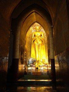 アーナンダ寺院の仏像 【バガン遺跡】