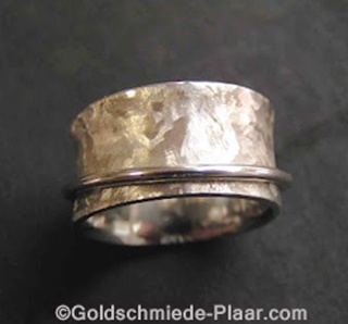 Rolling ring outside gold round wire