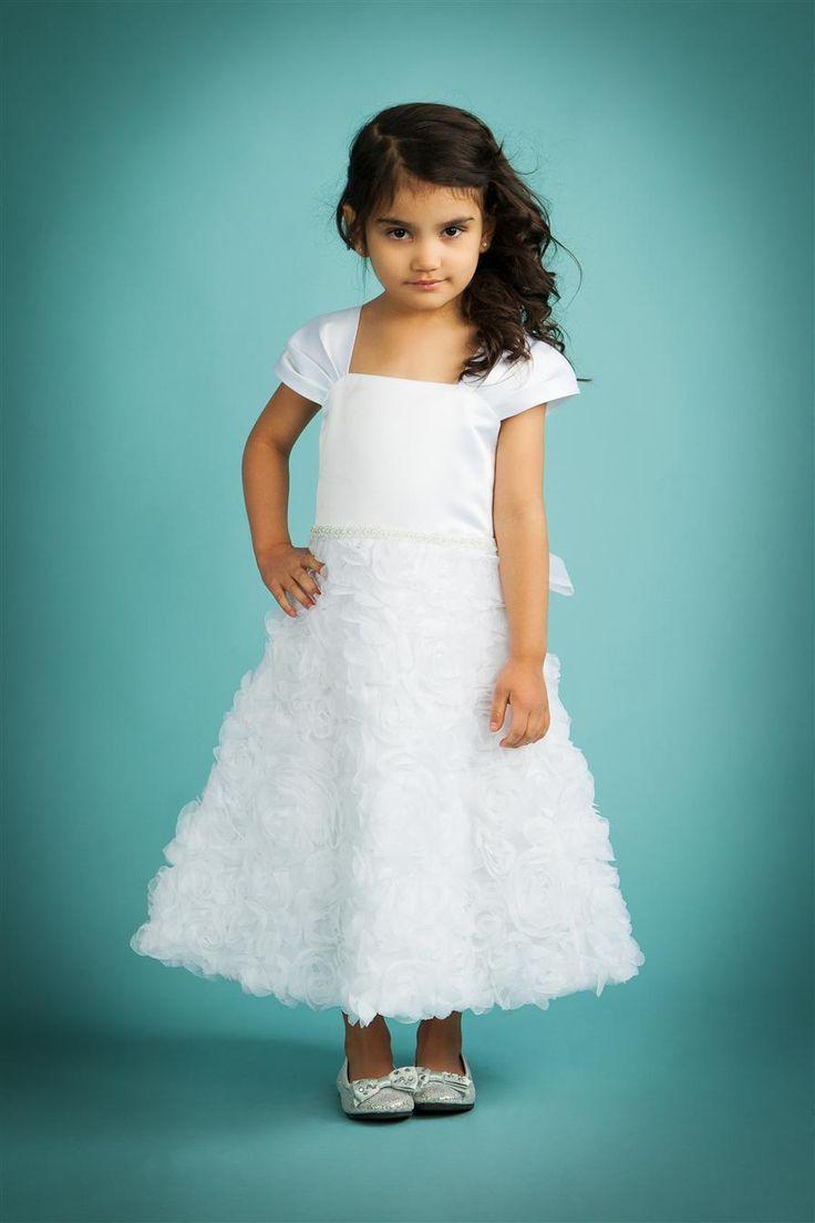 Sukienka wieczorowa dla dziewczynki, sukienka komunijna w atrakcyjnej cenie dostępna http://www.juliacollection.eu/