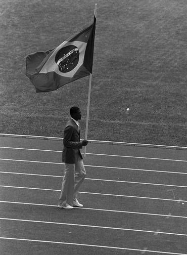 Porta-bandeira. Na cerimônia de abertura dos Jogos Olímpicos de Montreal, João Carlos de Oliveira, o João do Pulo, campeão do salto triplo, conduziu a bandeira do Brasil
