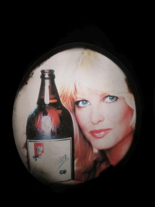 Cerveza Superior La Rubia que Todos Quieren.