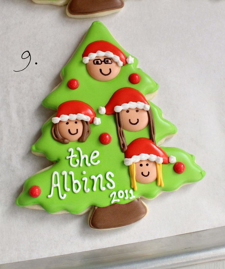 Glorious Treats » Christmas Family Tree Cookies {with printable toppers}
