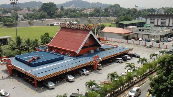 Restoran A&W Petaling Jaya akhirnya akan ditutup   Berita berkenaan restoran A&W Petaling Jaya yang akan menutup operasi sudah berlegar sejak tiga tahun lalu. Namun ianya masih beroperasi sehingga ke hari ini.  Restoran A&W Petaling Jaya akhirnya akan ditutup  Namun hayat restoran ikonik ini akan berakhir apabila pelan untuk penstrukturan semula kawasan berkenaan telah diluluskan oleh Majlis Bandaran Petaling Jaya (MBPJ). Sejak dibuka buat pertama kali pada tahun 1965 A&W menjadi pilihan…