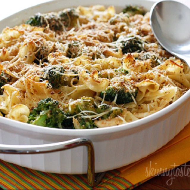 Skinnytaste Chicken Broccoli Noodle Casserole. Easy to make SF and ahead of time