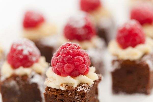 Sweet canapes google search sweet finger food for Dessert canape ideas