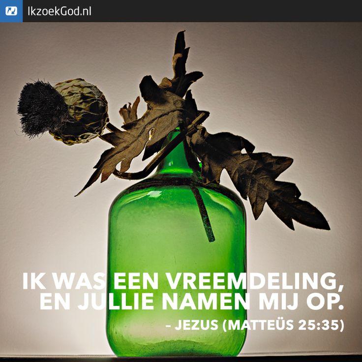 Ik was een vreemdeling en jullie namen mij op. (Matteüs 25:35) #Jezus #liefde #vreemdeling #vluchteling #vaas #groen #help #helpen #opvang