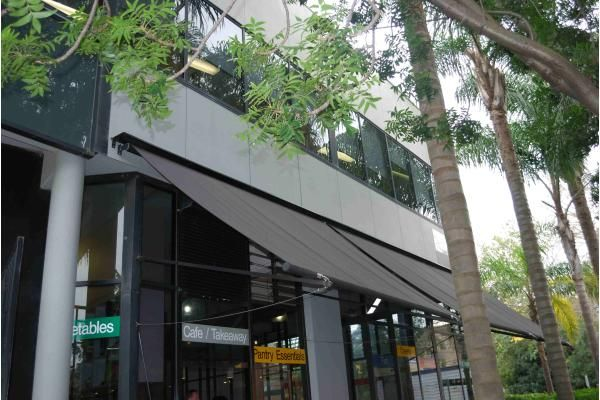 Outrigger Awnings - Retracting Awning with Arms