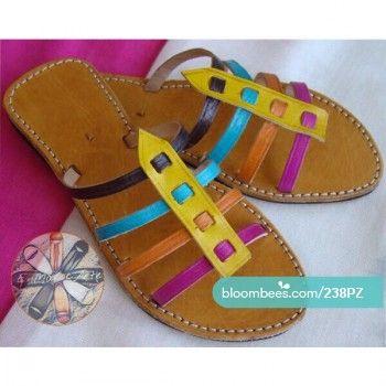 Sandalia de cuero de curtido vegetal de colores. Realizada a mano 100%. Tallas hasta la 41.  https://bloombees.com/238PZ?referrer=ios&source=clipboard&lang=es  #sandals #ootd #sandalias #instadaily #instagood #summer #actitud #moroccan #morocco #beautiful #handmade #artesania #cuero #regalos #calzado #zapatos #leather #shoes #marruecos #complementos #likeforlike #desing #like4like #nature #boho #style #moda #tendencia #fashion