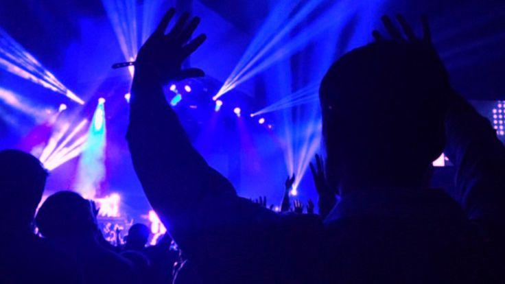 Un hombre abre fuego en un club nocturno de EE.UU. durante un concierto