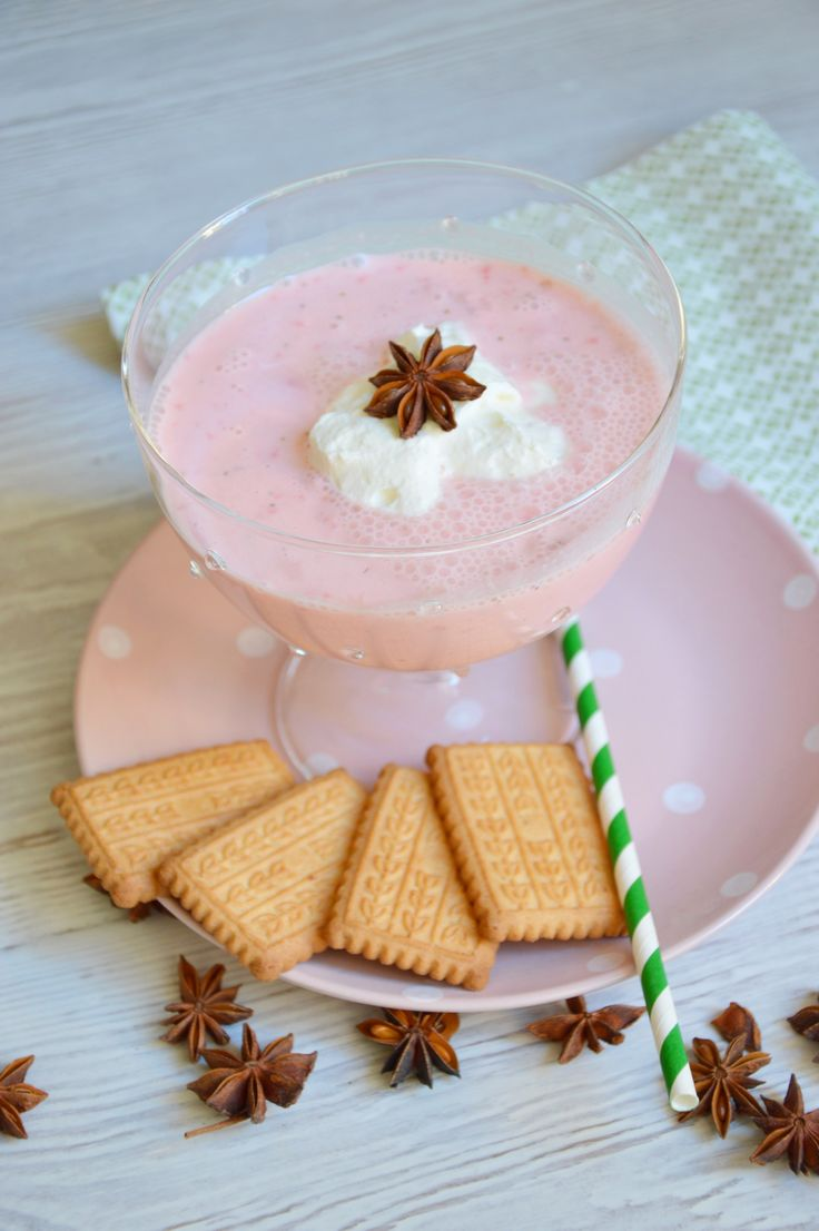 El Lassy de fresa es una bebida india a base de yogur y frutas. Aprende a hacerlo y disfrútalo este verano!