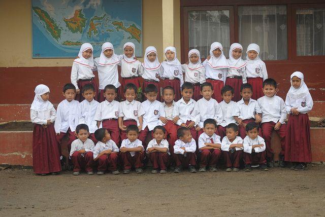 Foto siswa-siswi SD yang masih terlihat lucu-lucu