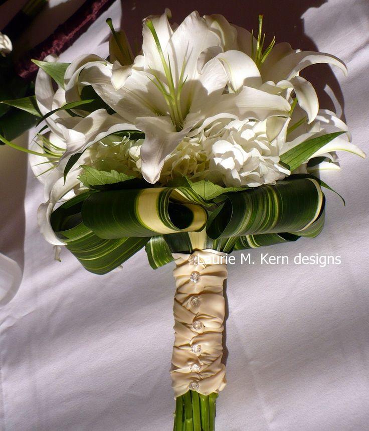 81 best white wedding bouquets images on pinterest white bridal bouquets wedding bouquets and. Black Bedroom Furniture Sets. Home Design Ideas
