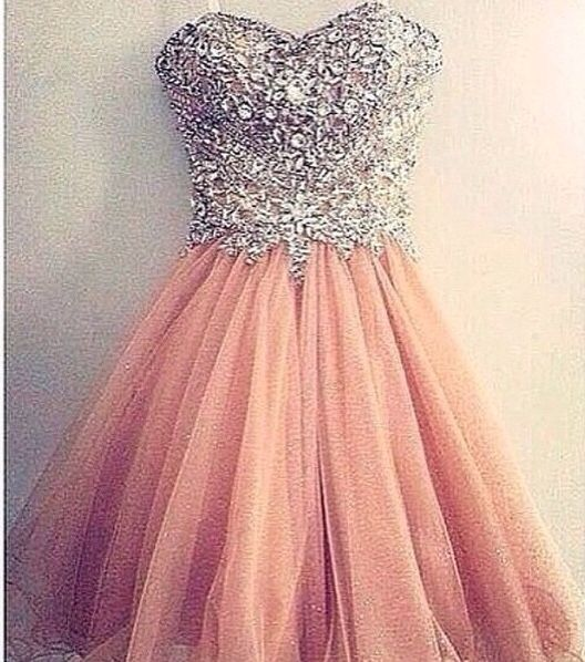 So cute and perfect for homecoming or prom!