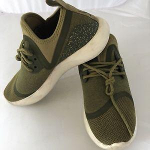 5ca826787910 Nike Lunar Charge Essential Running Shoe Olive Green SZ 8 923620-300 ...