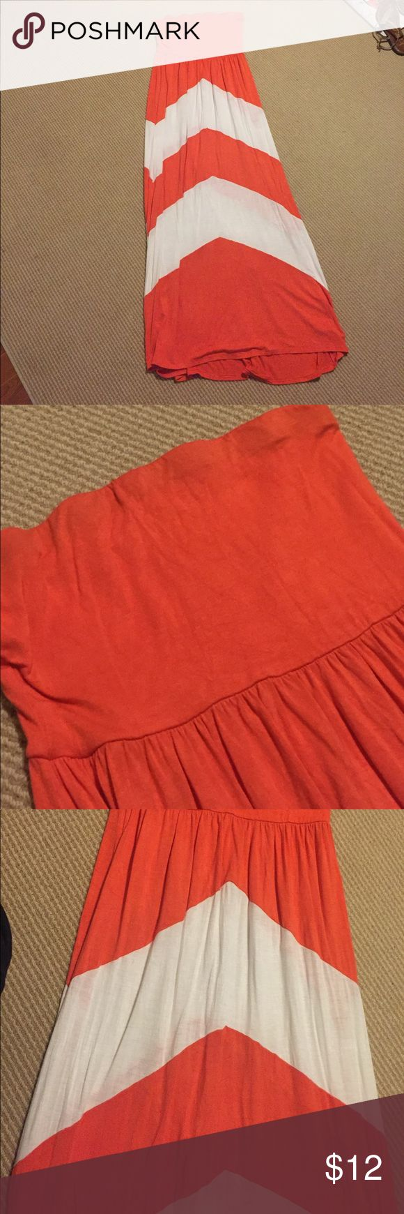 Vestique Chevron Strapless Maxi Dress Size Large Vestique Chevron Strapless Maxi Dress Size Large. Some wash and wear noted due to nature of fabric but still great condition. vestique Dresses Maxi