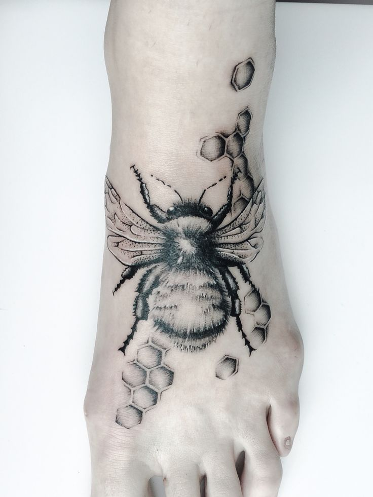 My bumble bee, tattoo, bumble bee, cute tattoos, tattoos for girls, tattooed women, tattoos