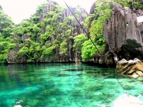 Coron, nella Provincia di Palawan, Filippine http://www.happydir.com/1138-filippine-dugong-squali-balena-tartarughe/