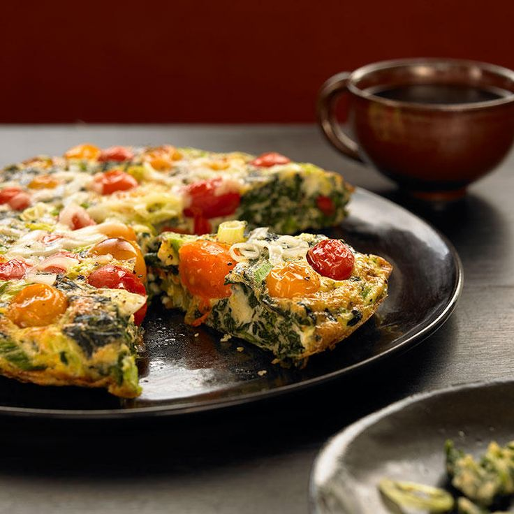 15-Minute Spinach Tomato Frittata Frittata is too often pigeonholed as a brunch dish—but it actually makes a fantastically easy weeknight dinner. Case in point: This veggie-packed version, which is ready in just 15 minutes and packs 23 g of protein per serving.