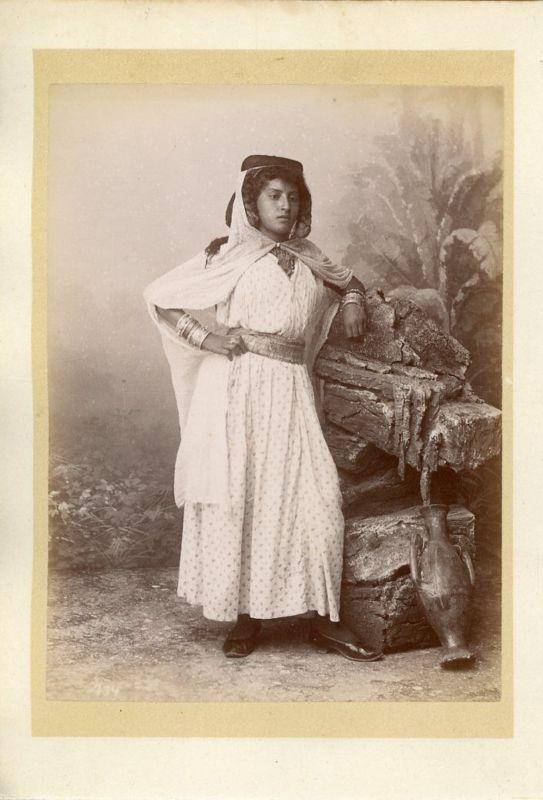 Algérie, Femme algérienne Vintage albumen print. Tirage albuminé 10X15