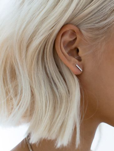 The perfect skinny bar stud for the the minimalist in you - Looking for Hair Extensions to refresh your hair look instantly? @KingHair focus on offering premium quality remy clip in hair.