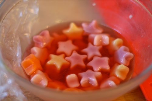 Star-Studded Jello Shots via Brit + Co. 21st Birthday is coming up... xD