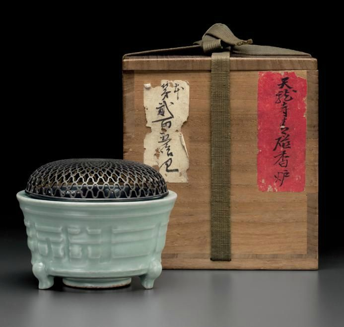 A Longquan celadon tripod censer, Yuan-Ming dynasty, 14th-15th century