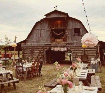 Barn weddings zijn hot in Amerika, maar worden in Nederland ook steeds vaker gehouden. Een bruiloft in een schuur, waarom niet? lees verder op thevow.nl! #trouwen #barnwedding #thevow