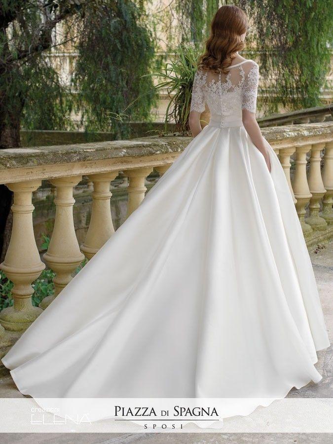 Creazioni Elena è Made in Italy, eleganza e lavorazione sartoriale. Guarda tutti gli abiti da sposa su http://www.piazzadispagnasposi.it/collezioni/sposa/creazioni-elena/