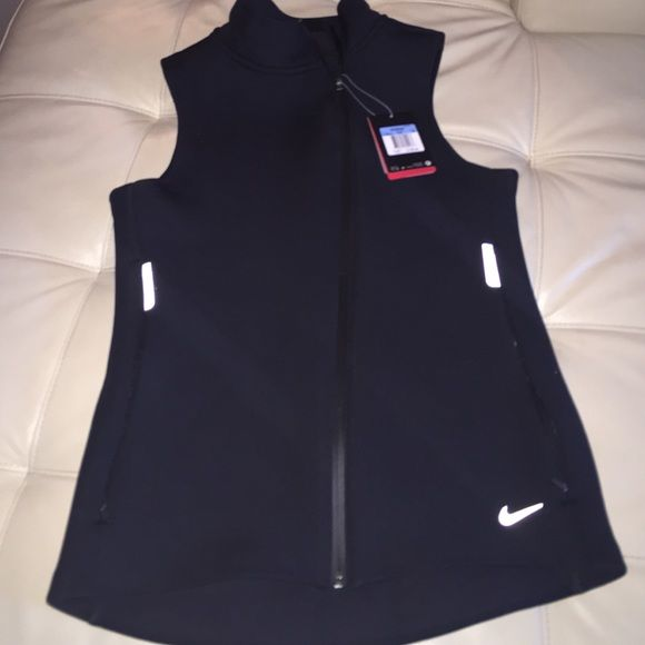 PRICE DROPNike Vest Nike Therma Fit NEW with tags NO TRADES SALE ENDS 5pm PST 9/4 NO OFFERS Nike Jackets & Coats Vests