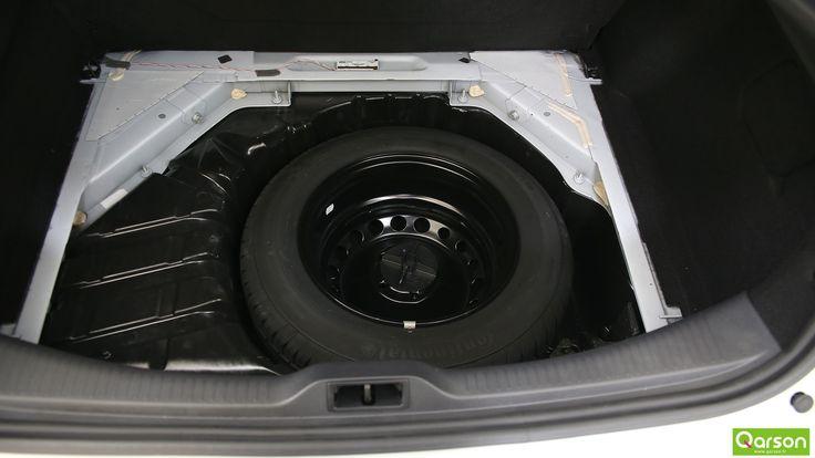 En plus des options installées sur le véhicule, Qarson ajoute une roue de secours en cas de crevaison.