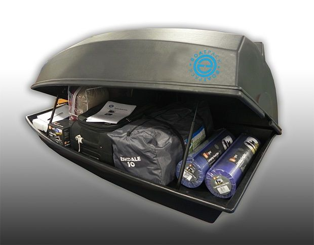 Behind your motorized kayak, you can pull along a simple and stylish boatpack!